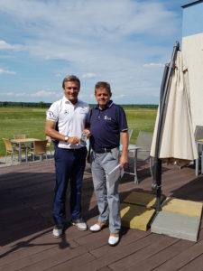 Vítěz Alan Babický a organizátor Czech PGA Senior Tour Oldřich Nechanický